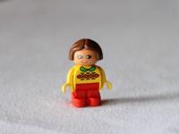 Девочка в узорчатом свитере