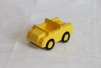 Автомобиль желтый